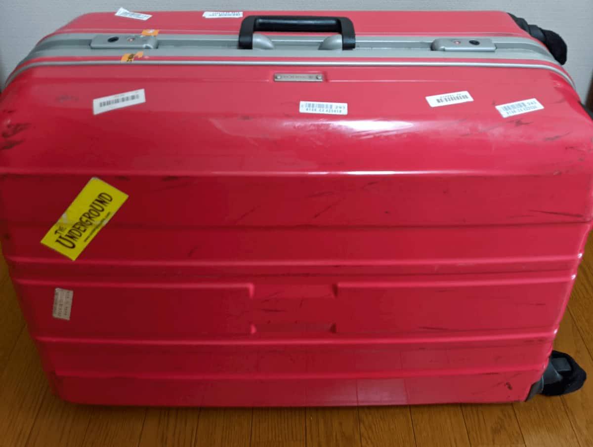 掃除前のスーツケース